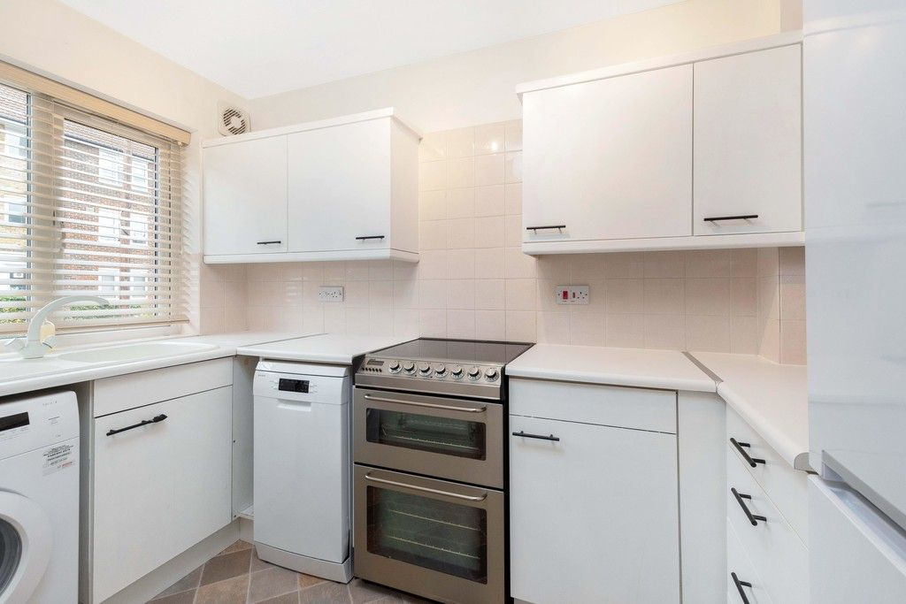 2 bed house to rent in Wharton Road, Bromley  - Property Image 3