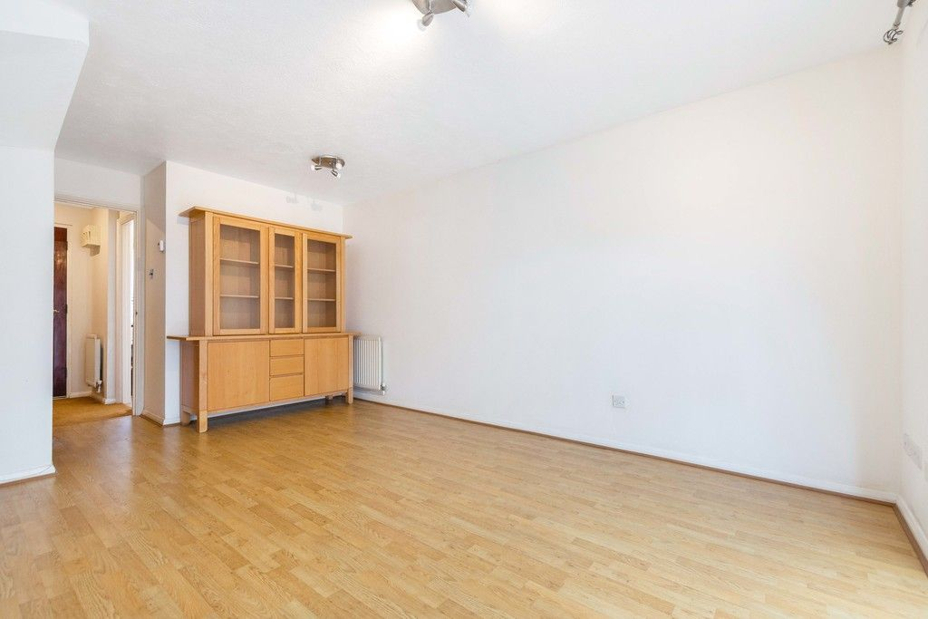 2 bed house to rent in Wharton Road, Bromley 5