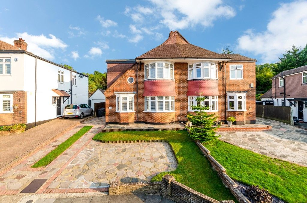 4 bed house for sale in High Beeches 1