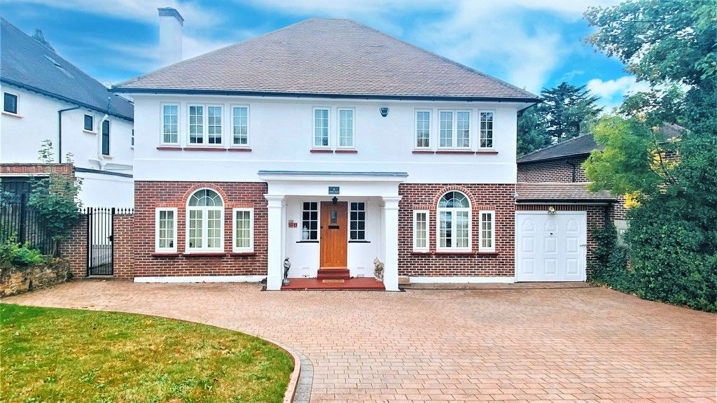 5 bed house to rent in Stone Road, Bromley 1