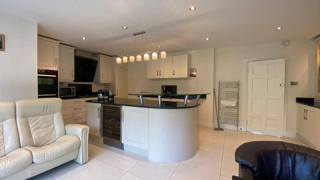 5 bed house to rent in Stone Road, Bromley 7
