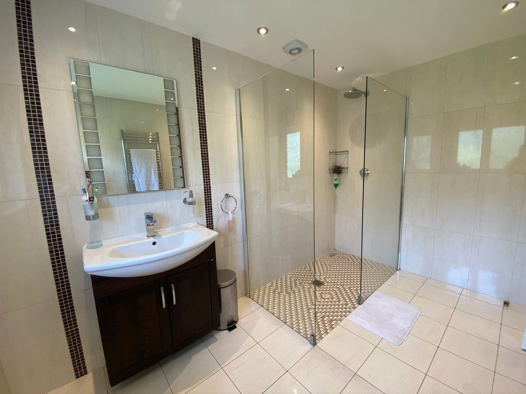 5 bed house to rent in Stone Road, Bromley 9