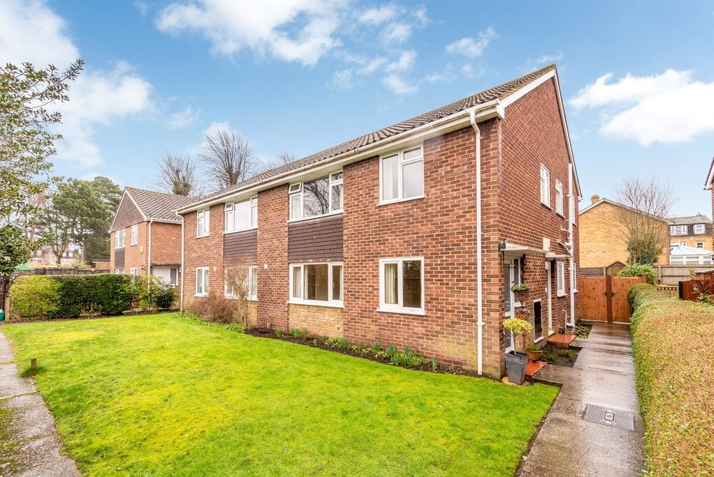 2 bed flat for sale in Brook Lane, Bromley - Property Image 1
