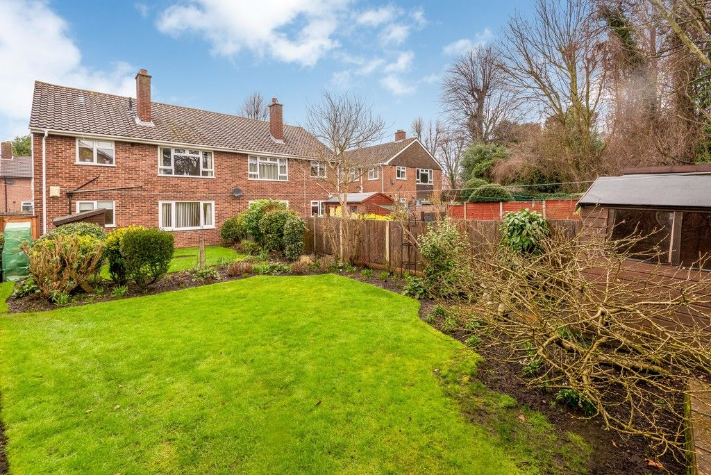 2 bed flat for sale in Brook Lane, Bromley 2