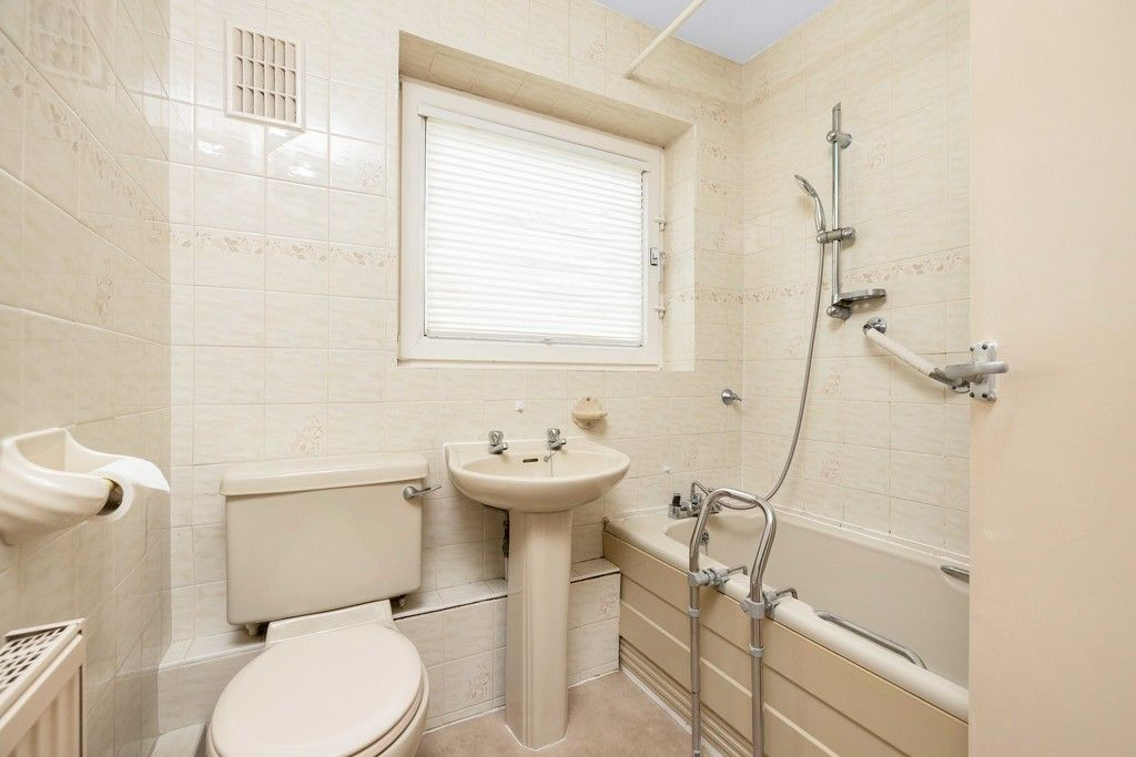 2 bed flat for sale in Brook Lane, Bromley  - Property Image 11