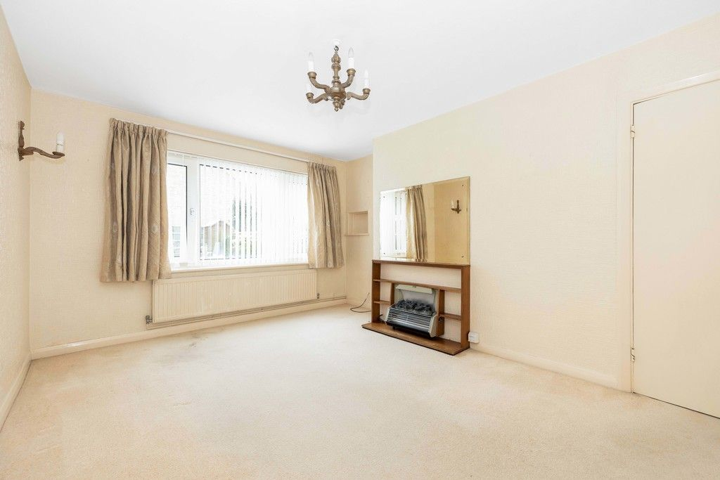2 bed flat for sale in Brook Lane, Bromley 3