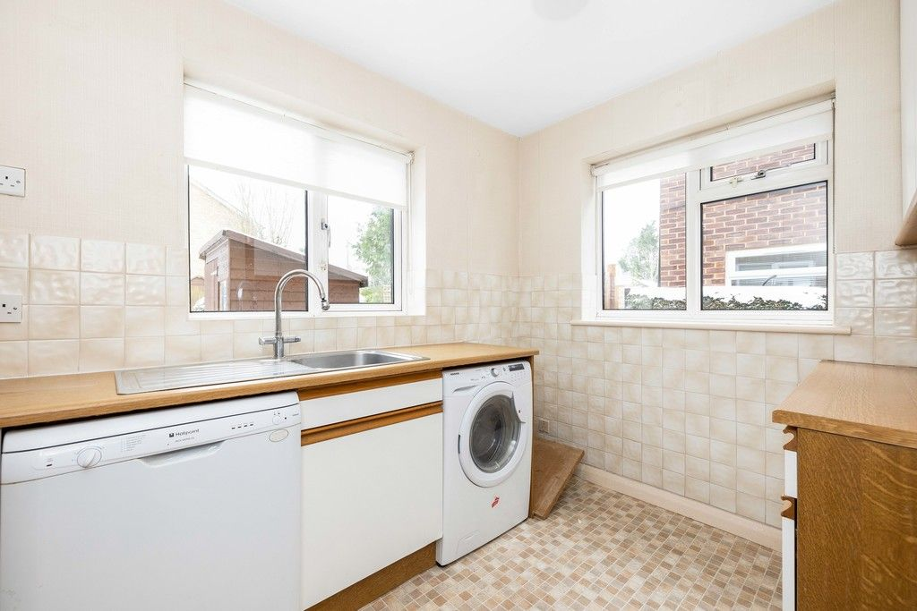 2 bed flat for sale in Brook Lane, Bromley 5