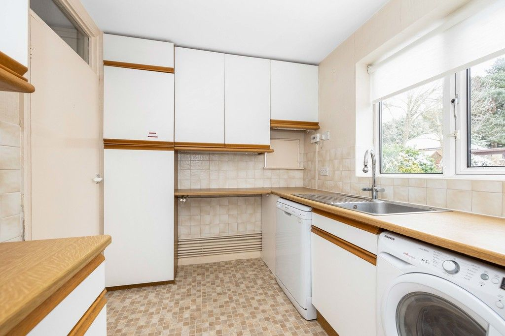2 bed flat for sale in Brook Lane, Bromley 6
