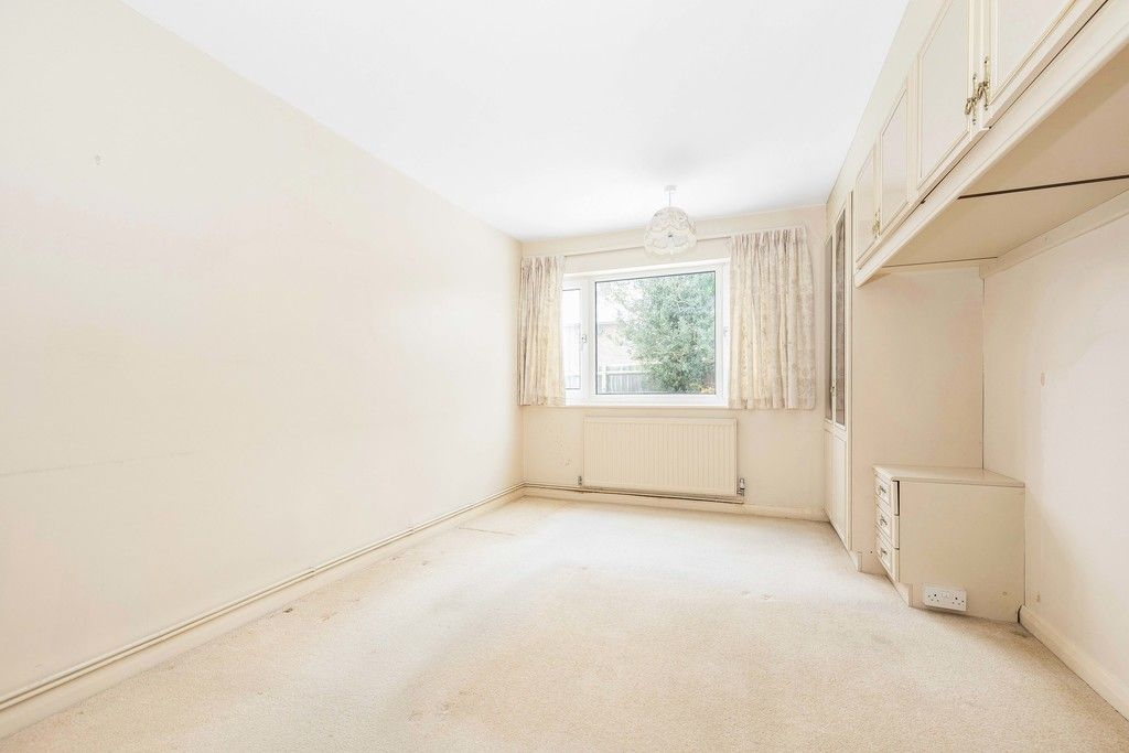 2 bed flat for sale in Brook Lane, Bromley 8