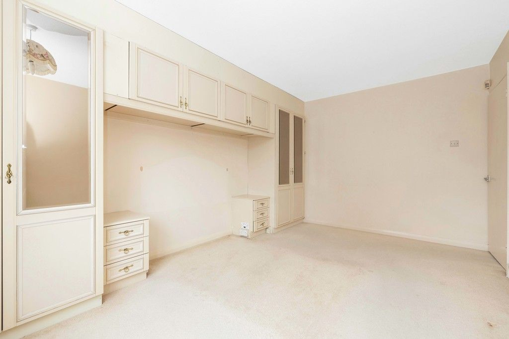 2 bed flat for sale in Brook Lane, Bromley  - Property Image 9