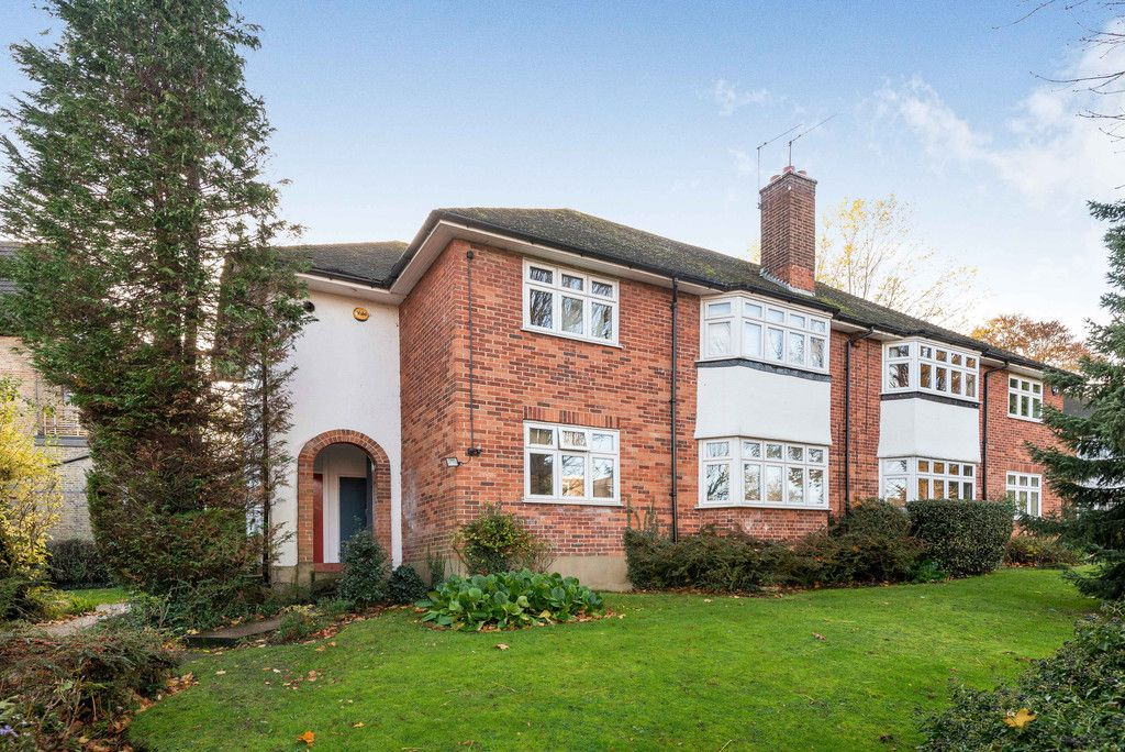 2 bed flat for sale in Shortlands Road, Bromley, BR2