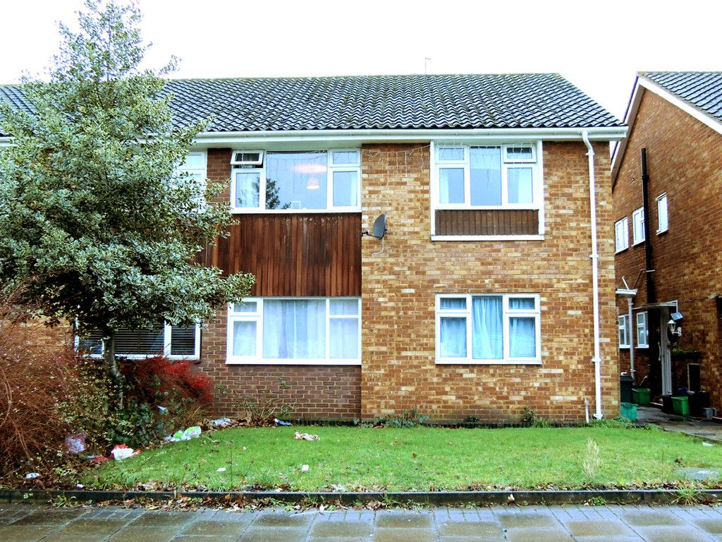 2 bed flat for sale in Tredwell Close, Bromley  - Property Image 1