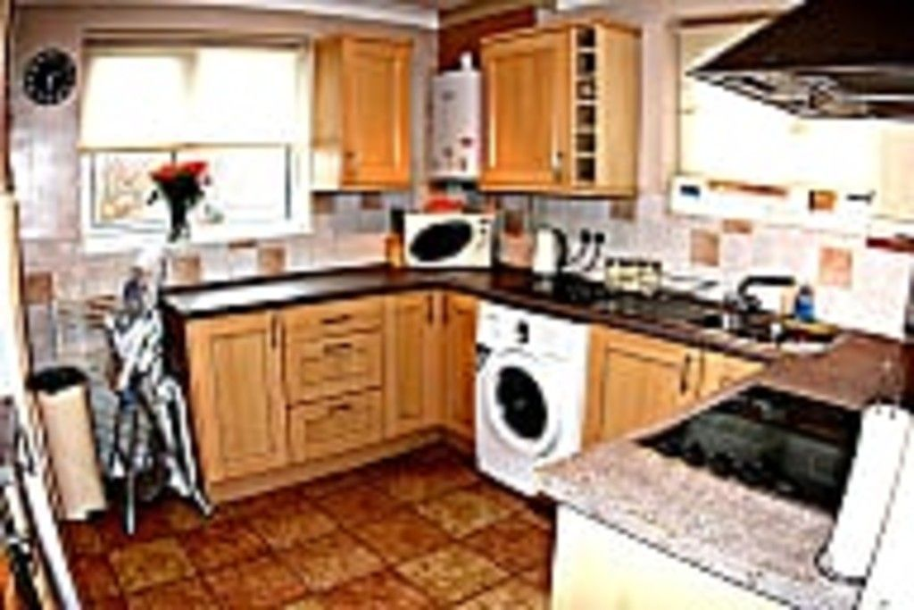2 bed flat for sale in Tredwell Close, Bromley 18