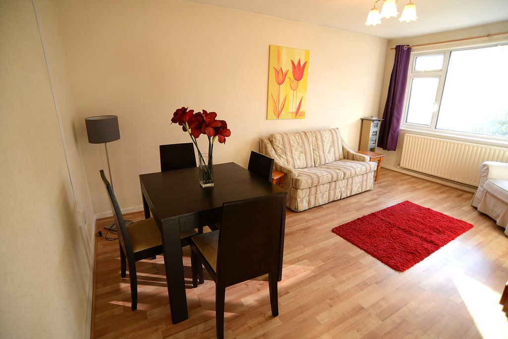 2 bed flat for sale in Tredwell Close, Bromley 3