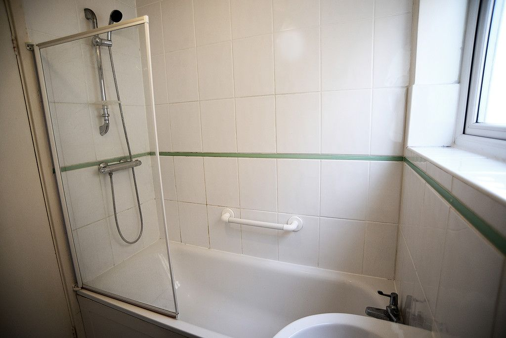 2 bed flat for sale in Tredwell Close, Bromley  - Property Image 9