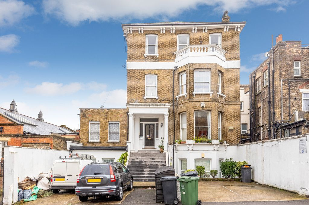2 bed flat for sale in Silverdale, London, SE26