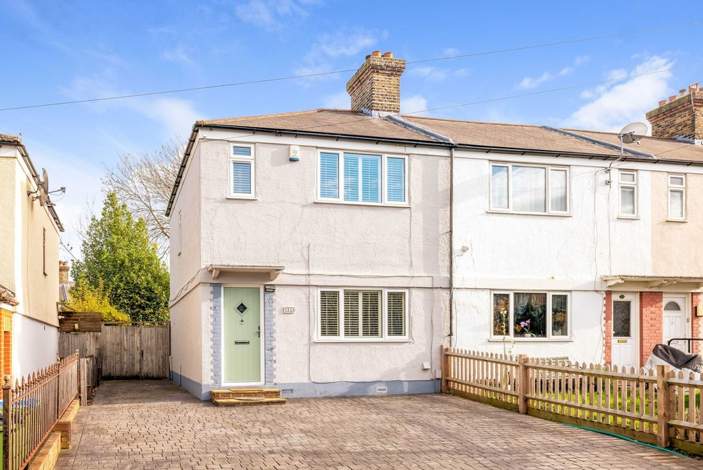 3 bed house for sale in McCall Crescent, SE7