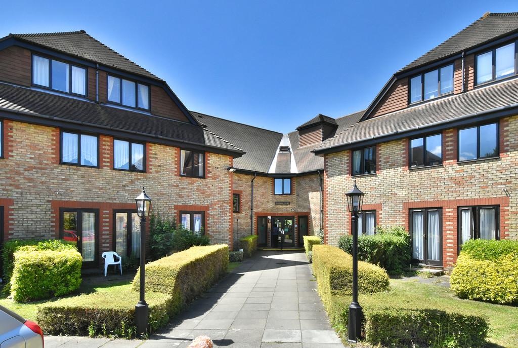 Flat for sale in Deer Park Way, West Wickham  - Property Image 1
