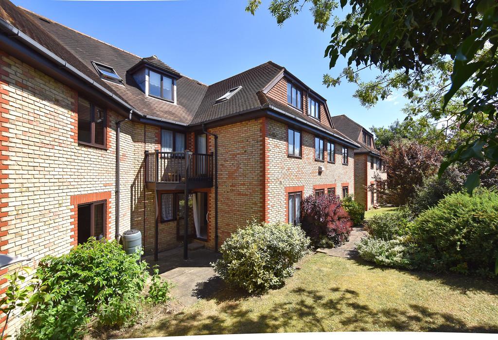 Flat for sale in Deer Park Way, West Wickham  - Property Image 2
