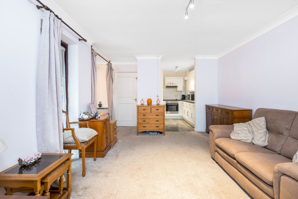 Flat for sale in Deer Park Way, West Wickham  - Property Image 8
