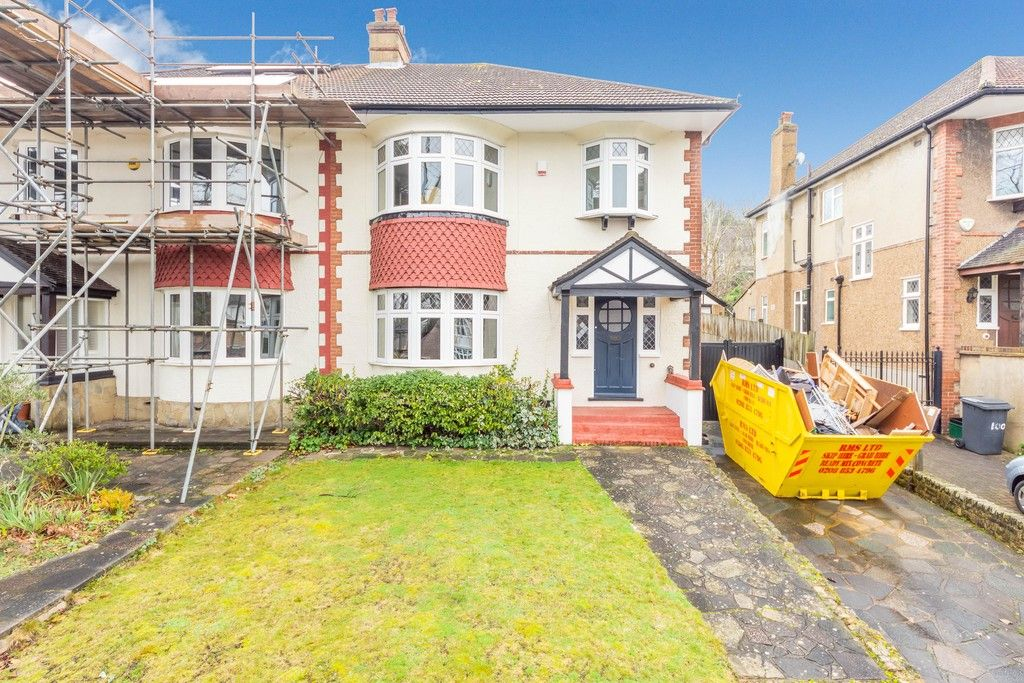 4 bed house for sale in Farnaby Road, Bromley 1