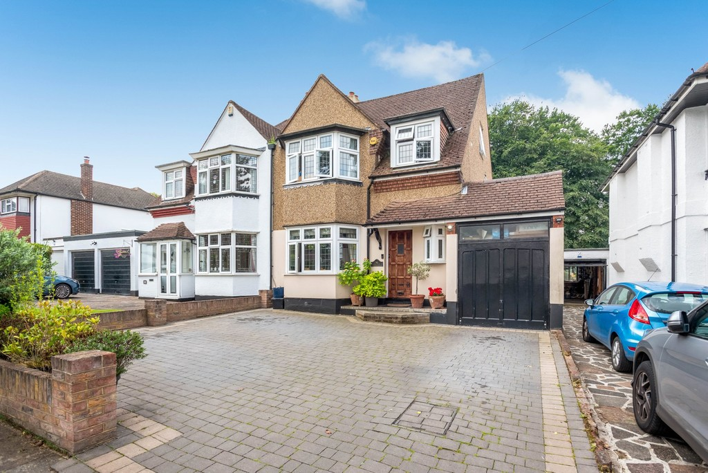 5 bed house for sale in Park Avenue - Property Image 1