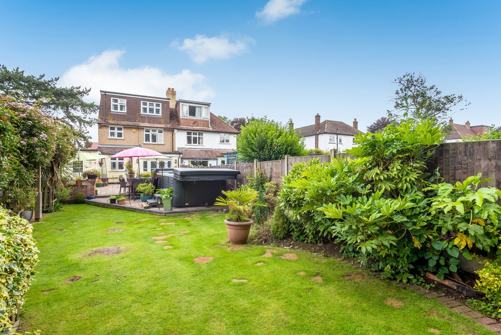 5 bed house for sale in Park Avenue  - Property Image 2