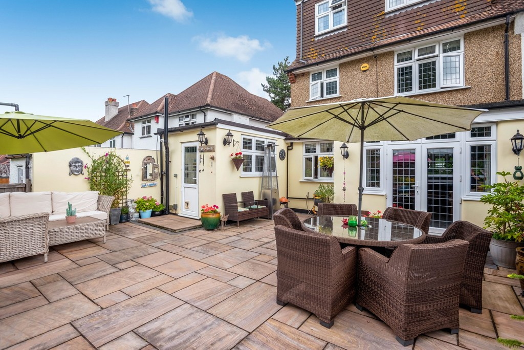 5 bed house for sale in Park Avenue 16