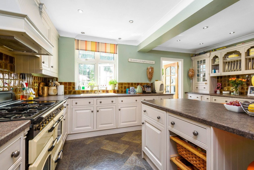 5 bed house for sale in Park Avenue  - Property Image 5