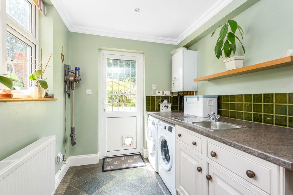 5 bed house for sale in Park Avenue 8