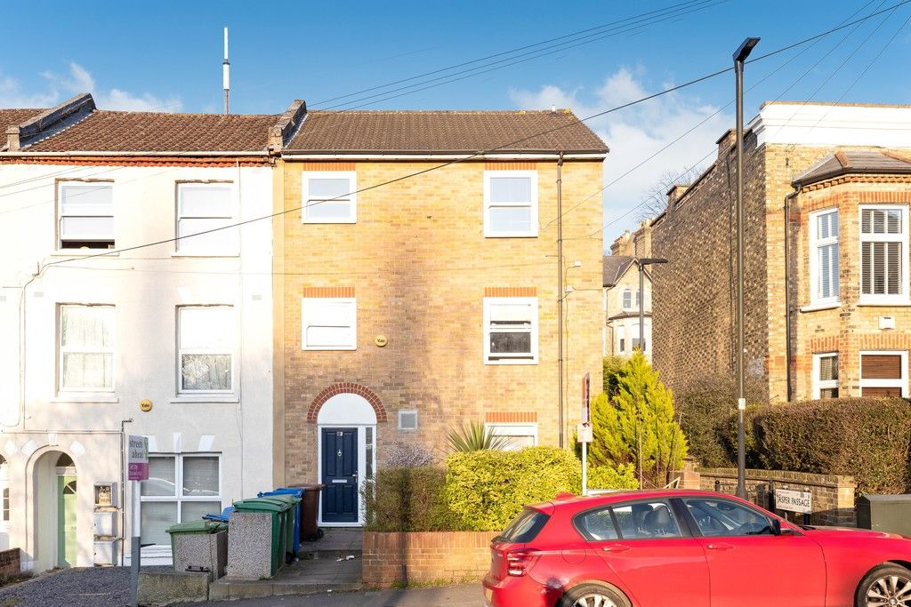 2 bed flat to rent in Woodland Road, Gipsy Hill, London 2