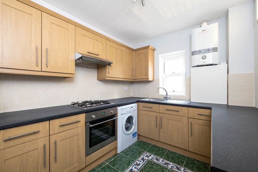 2 bed flat to rent in Woodland Road, Gipsy Hill, London 3