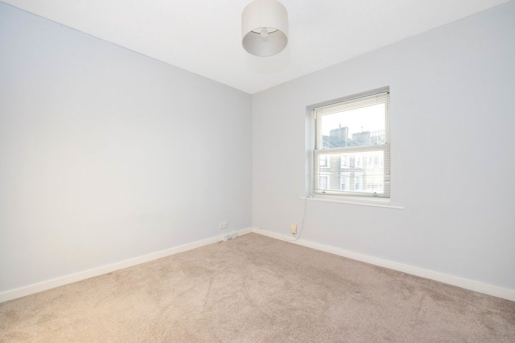 2 bed flat to rent in Woodland Road, Gipsy Hill, London 6