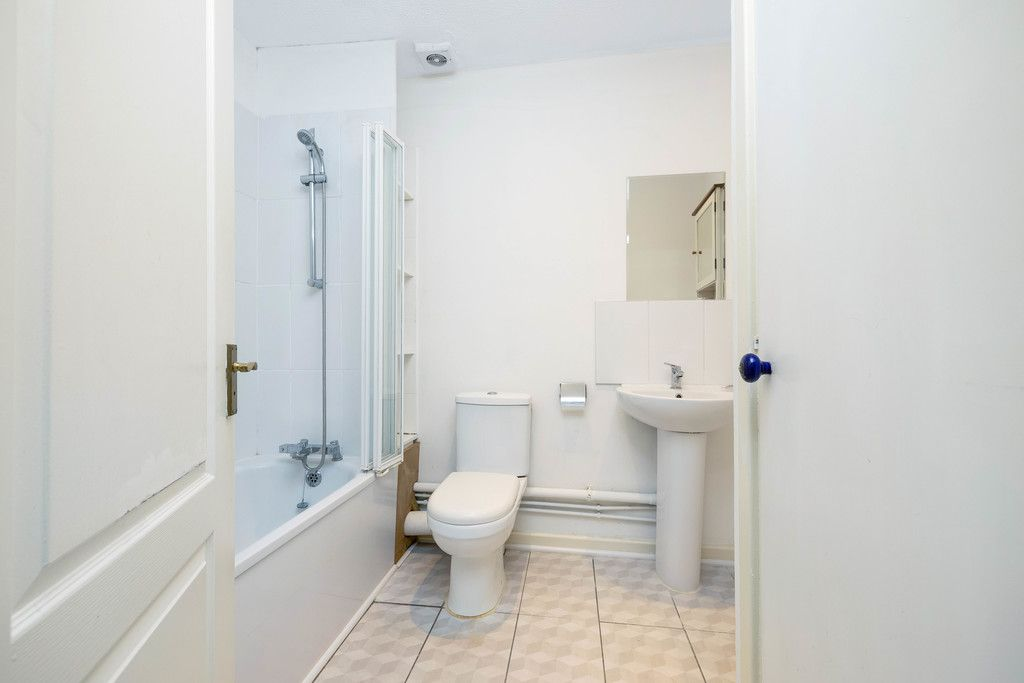 2 bed flat to rent in Woodland Road, Gipsy Hill, London 8