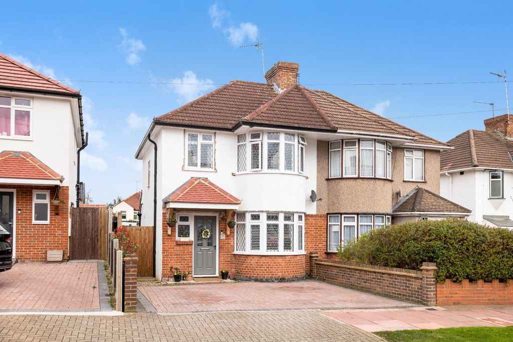 3 bed house for sale in Normanhurst Road 1