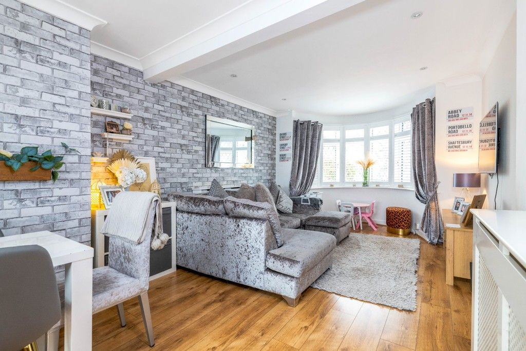 3 bed house for sale in Normanhurst Road 2