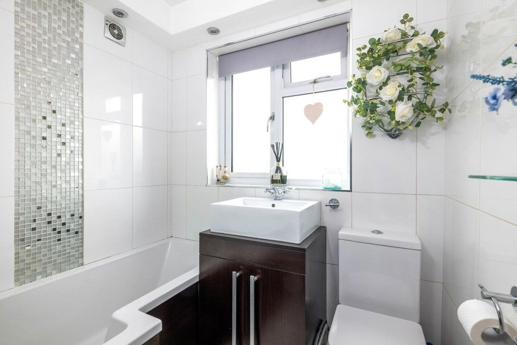 3 bed house for sale in Normanhurst Road  - Property Image 14