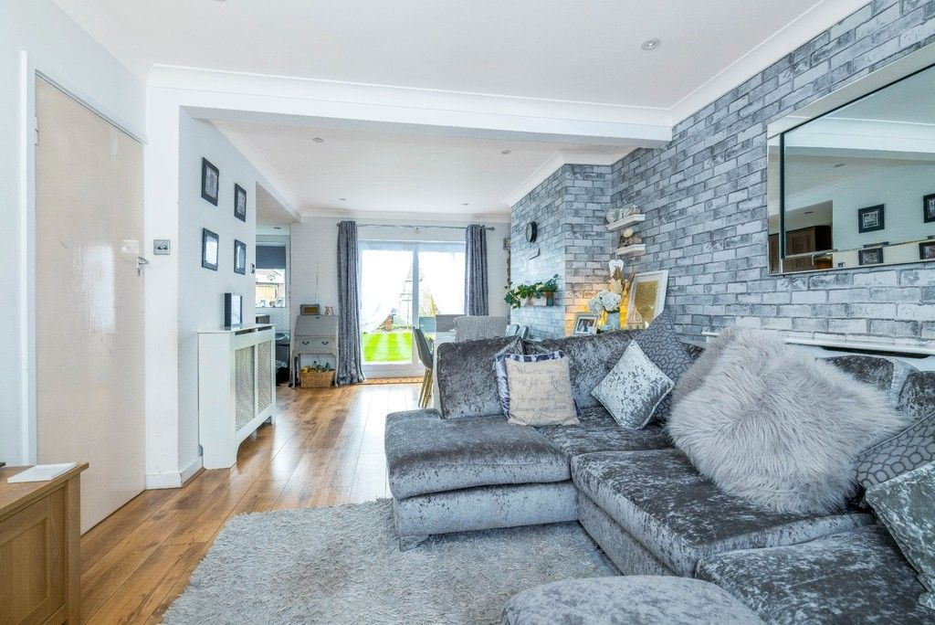 3 bed house for sale in Normanhurst Road  - Property Image 3