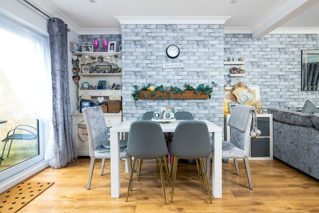 3 bed house for sale in Normanhurst Road 6