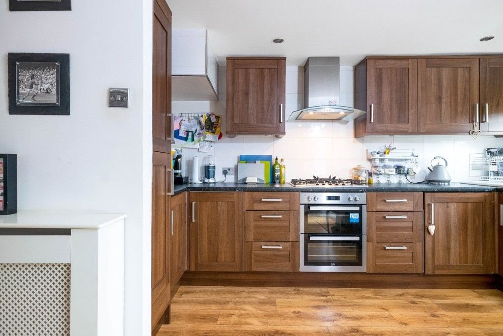3 bed house for sale in Normanhurst Road 8