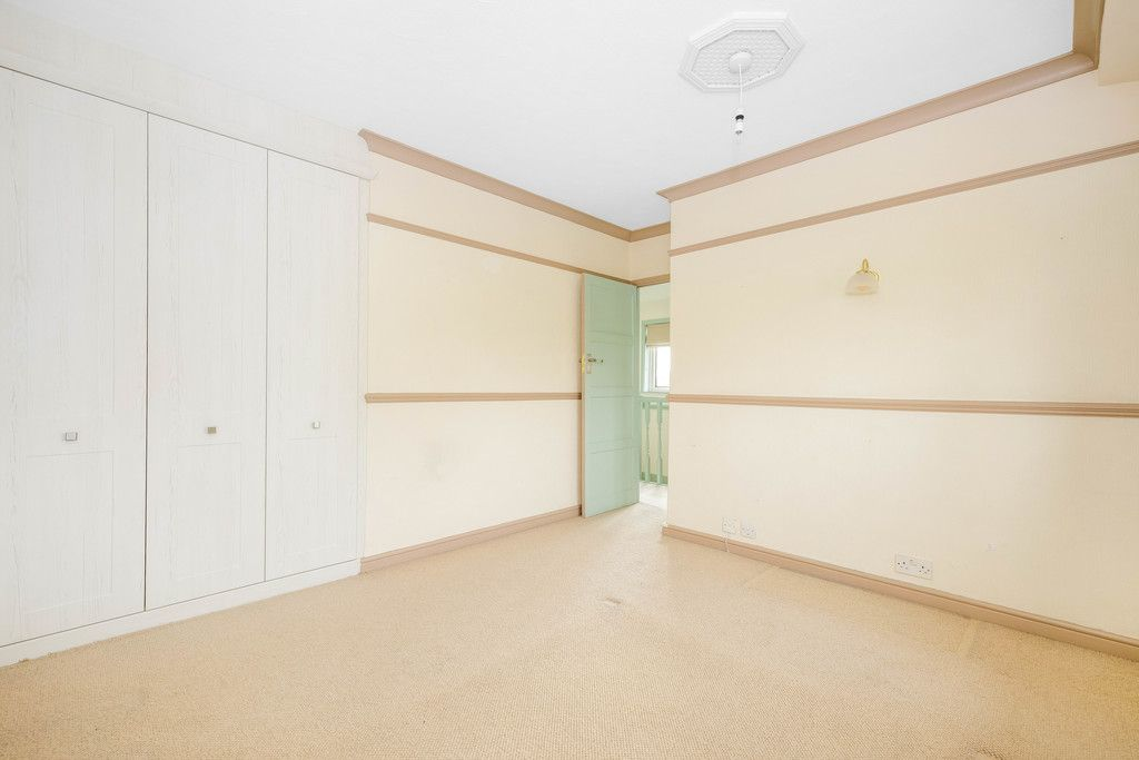 3 bed house for sale in Batchwood Green, Orpington 16