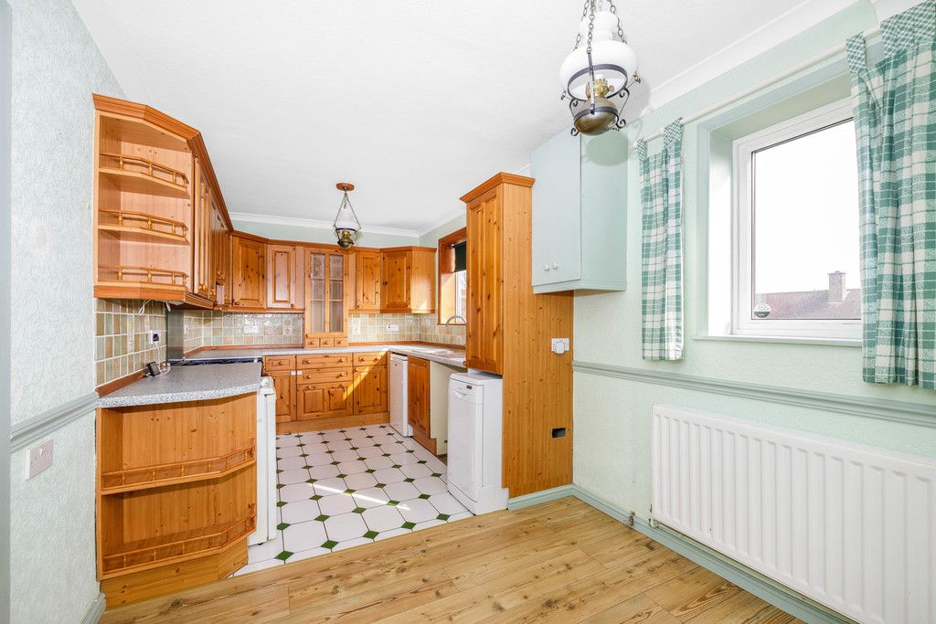 3 bed house for sale in Batchwood Green, Orpington 6