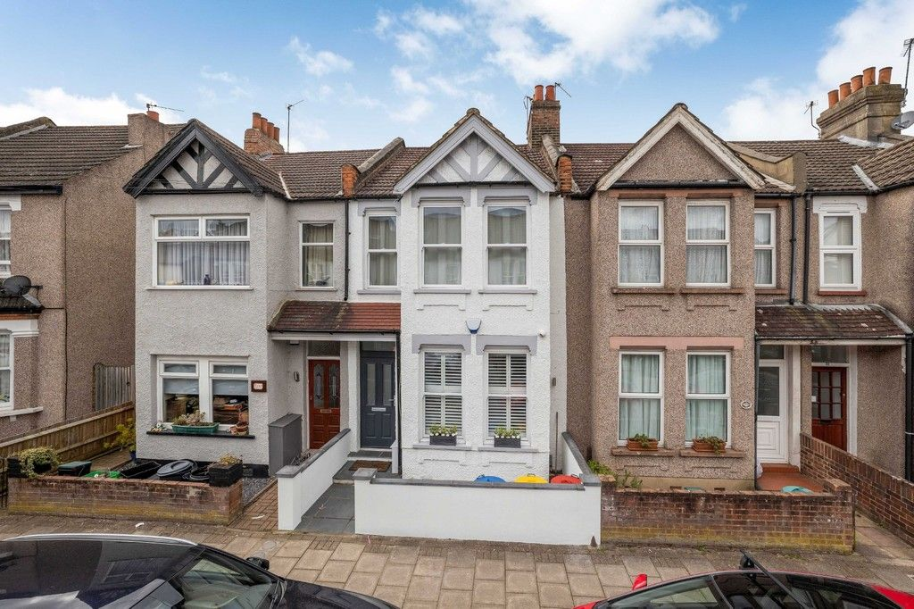 2 bed flat for sale in Meadow Road, Bromley, BR2