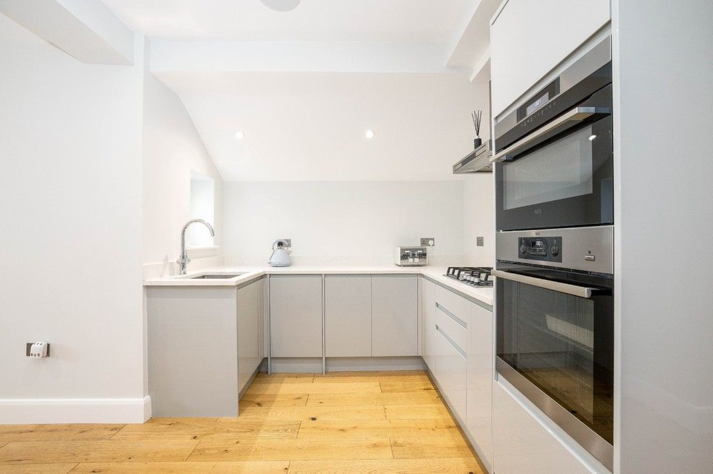 2 bed flat for sale in Meadow Road, Bromley 18