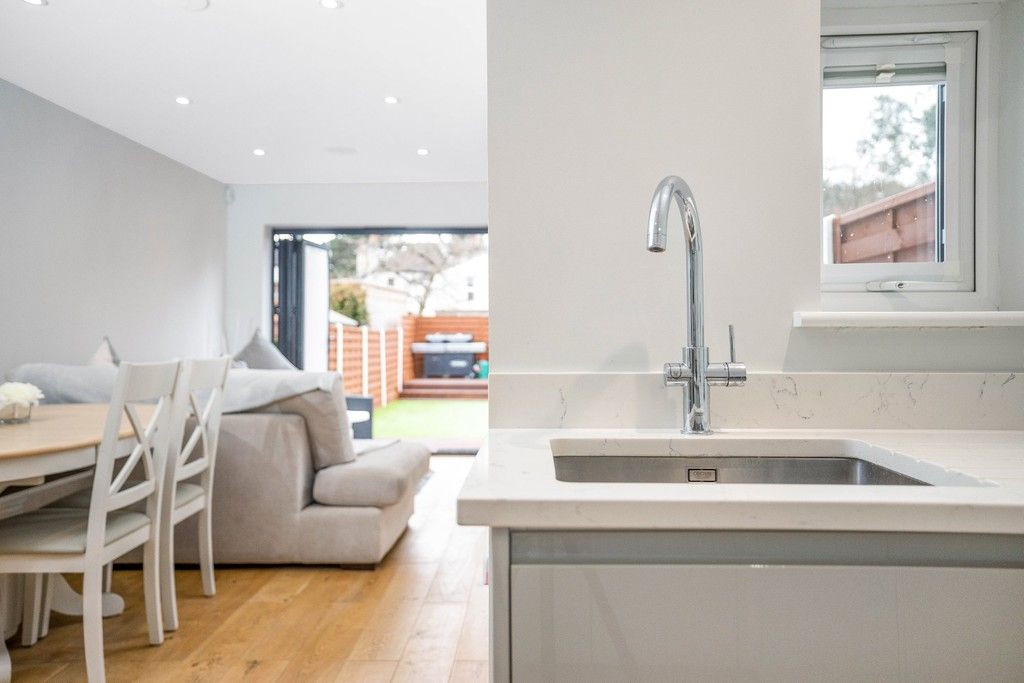 2 bed flat for sale in Meadow Road, Bromley 19