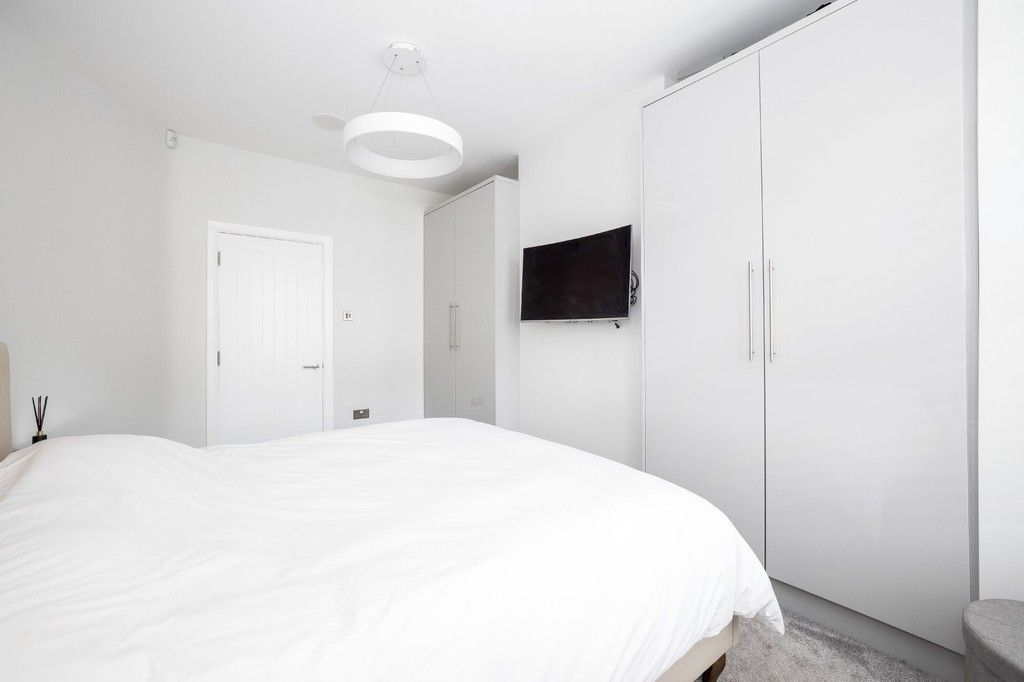 2 bed flat for sale in Meadow Road, Bromley  - Property Image 3