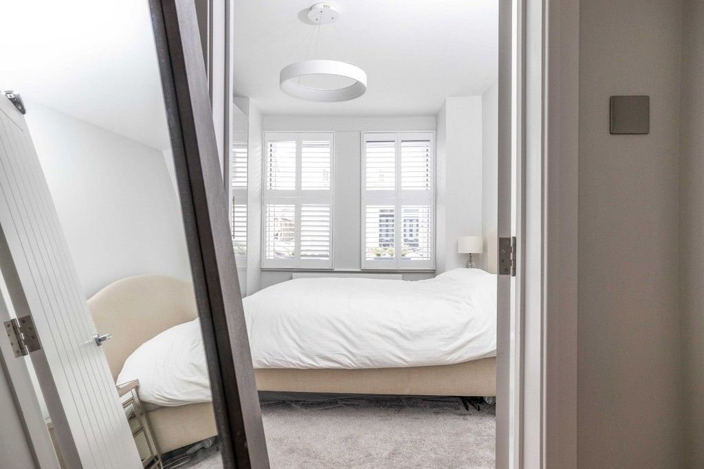 2 bed flat for sale in Meadow Road, Bromley 7
