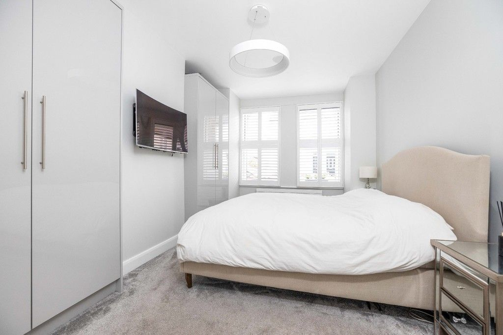 2 bed flat for sale in Meadow Road, Bromley 8