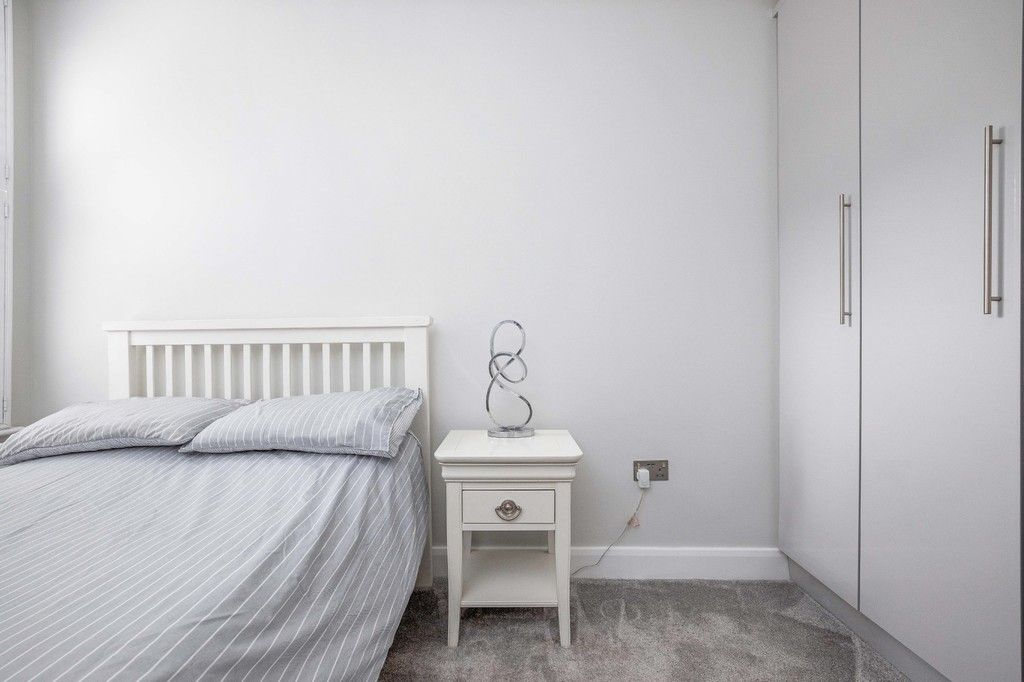 2 bed flat for sale in Meadow Road, Bromley 10