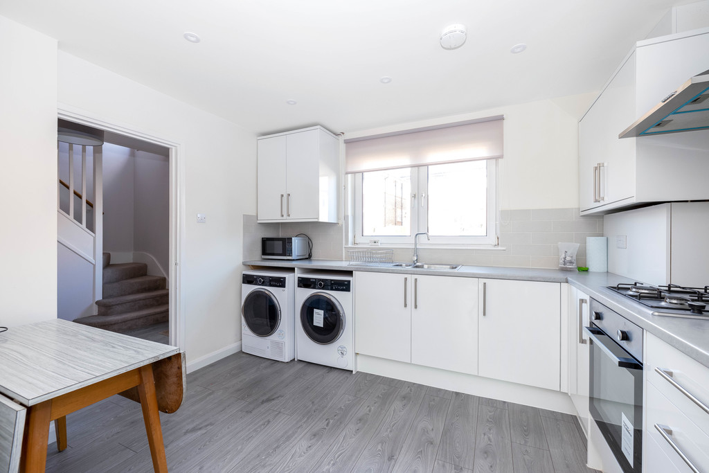 3 bed house to rent in Abbots Park, Tulse Hill, London, SW2